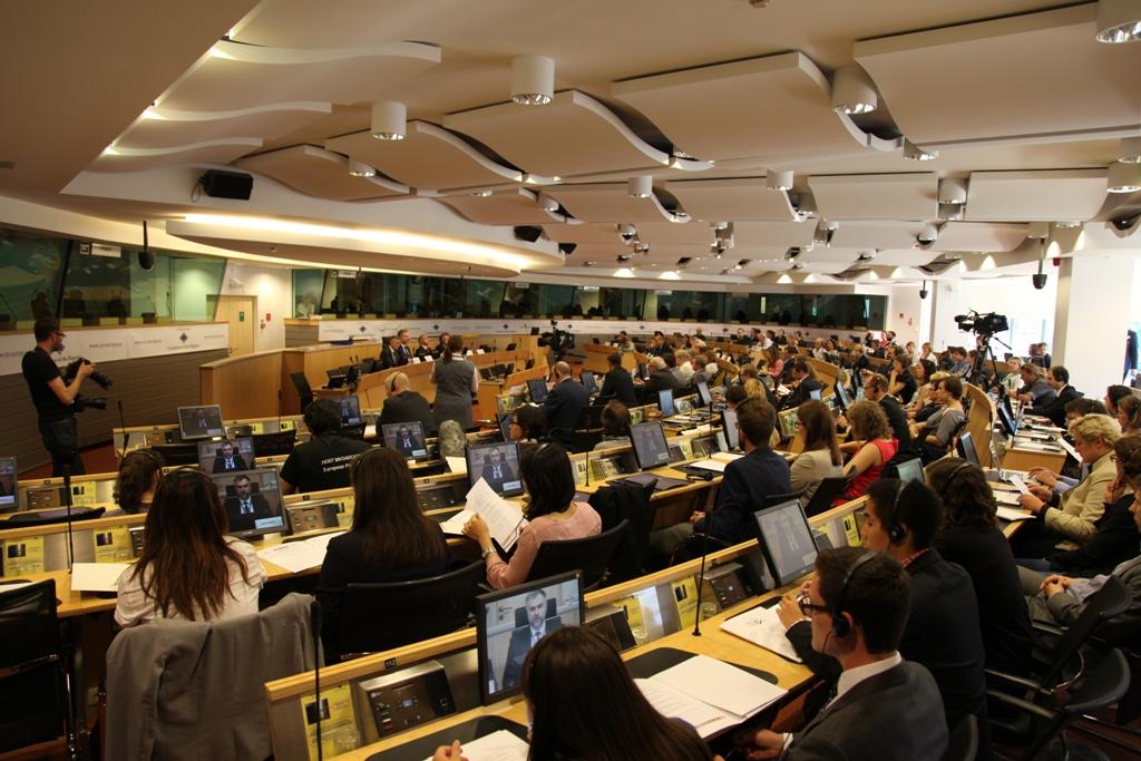 Ilustracja do informacji: Europe level up = governance level down. Konferencja polskich regionów na 25 lat Samorządności